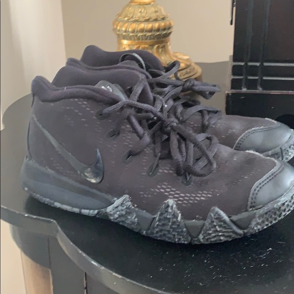 newest fd630 f7fba Youth boys size 2 Kyrie 4 sneakers